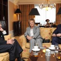 Справа налево: экс-президент Израиля Шимон Перес, Посол Государства Израиль в РФ Дорит Голендер, Теймураз Юрьевич Хихинашвили